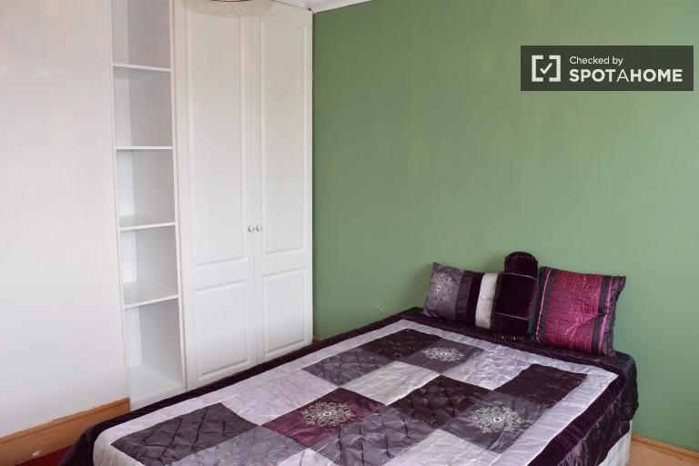 Chambre à louer dans une maison en rangée de 3 chambres à Blanchardstown, Dublin