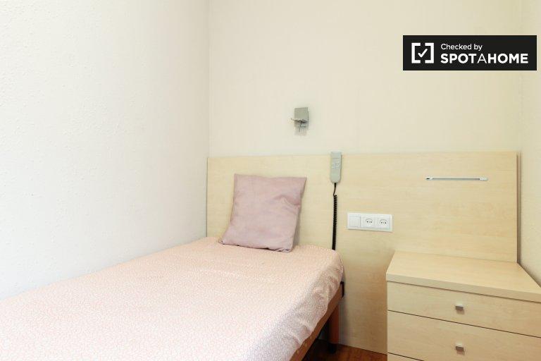 Zimmer zu vermieten in 4-Zimmer-Wohnung in Horta-Guinardó