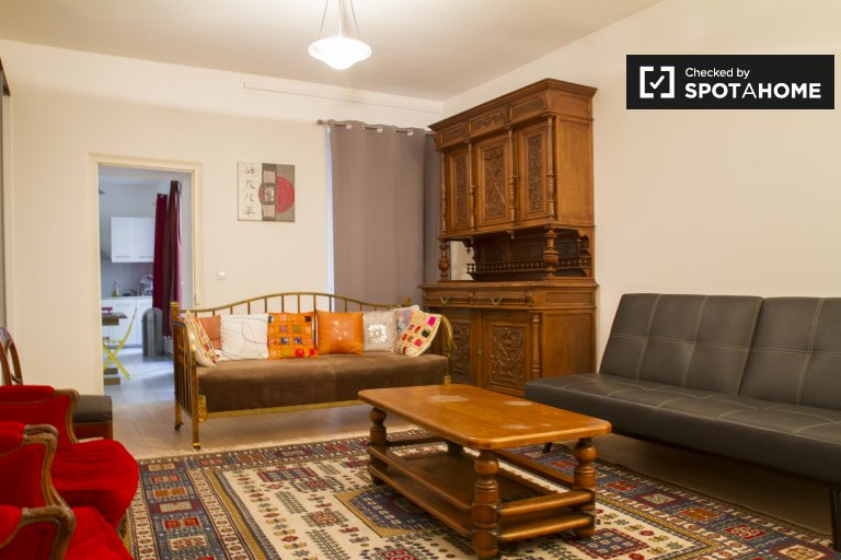 Lovely 3-bedroom apartment for rent in 10th arr., Paris