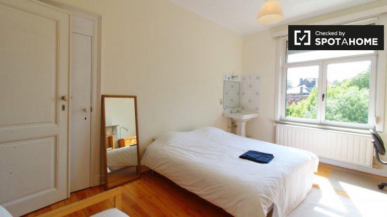 Chambre à louer dans un appartement de 4 chambres à Saint-Gilles