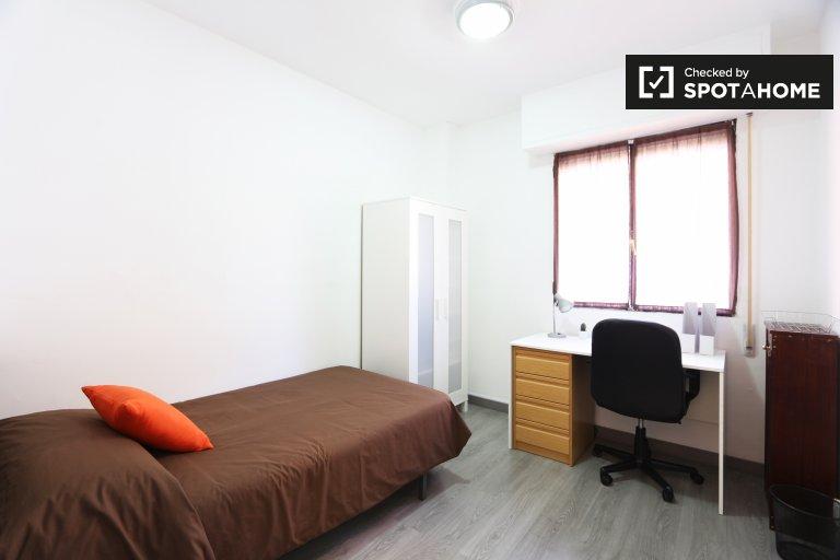 Habitación en apartamento de 5 dormitorios, Madrid Rio, Madrid