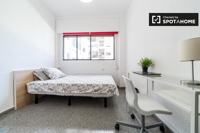 Ideal room in shared apartment in El Pla del Real, Valencia