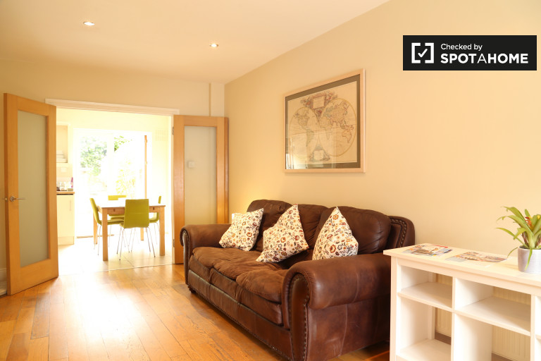 Spacious 3-bedroom house for rent in Ballsbridge