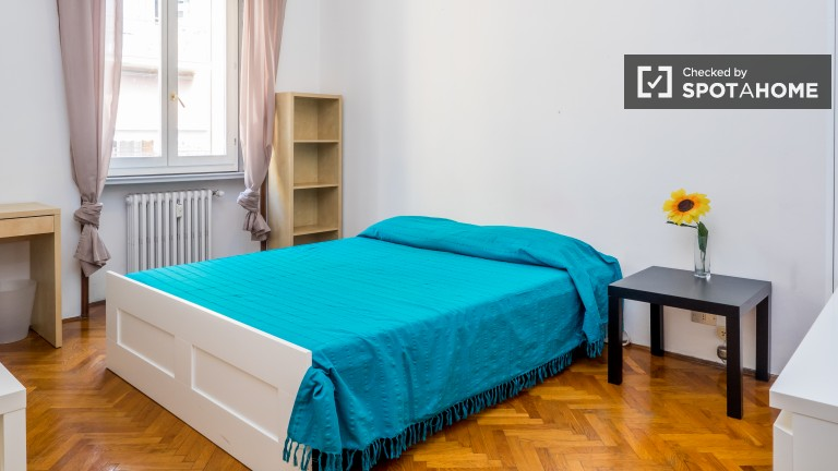 Cozy room in 4-bedroom apartment in Porta de Ticinese, Milan