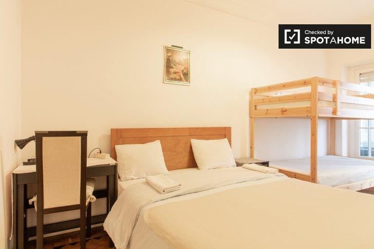 Principe Real'de 3 yatak odalı dairede kiralık oda