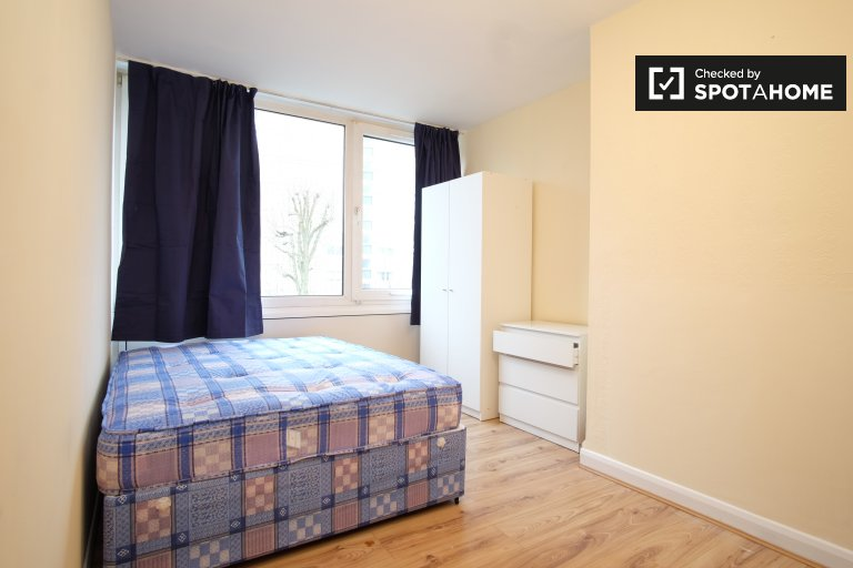 Helles Zimmer in 4-Zimmer-WG in Roehampton, London