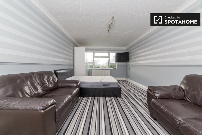 Pokoje do wynajęcia w uroczym 3-pokojowym mieszkaniu, Lewisham, Londyn