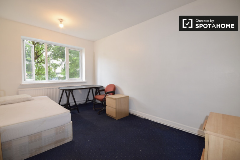 Sala de luz em apartamento de 3 quartos em Stoke Newington, Londres