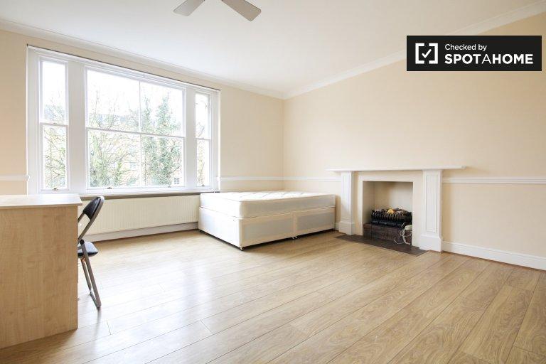 Quarto moderno em apartamentos de 3 quartos em Londres