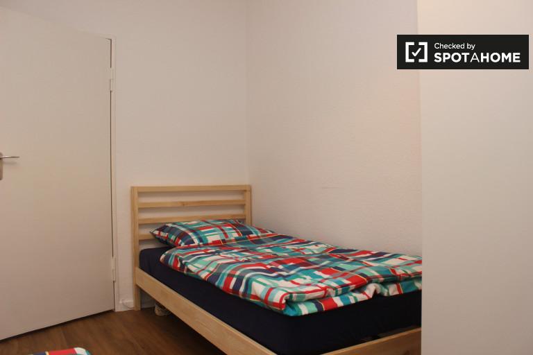 Single Bed in Beds for rent in 4-bedroom apartment with balcony in Tempelhof-Schöneberg