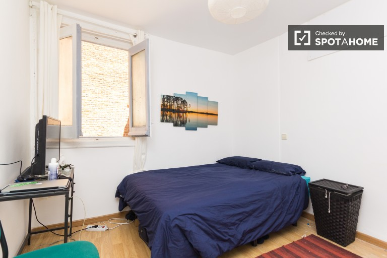 Double Bed in 4 Rooms for rent in elegant apartment with balcony in Malasaña