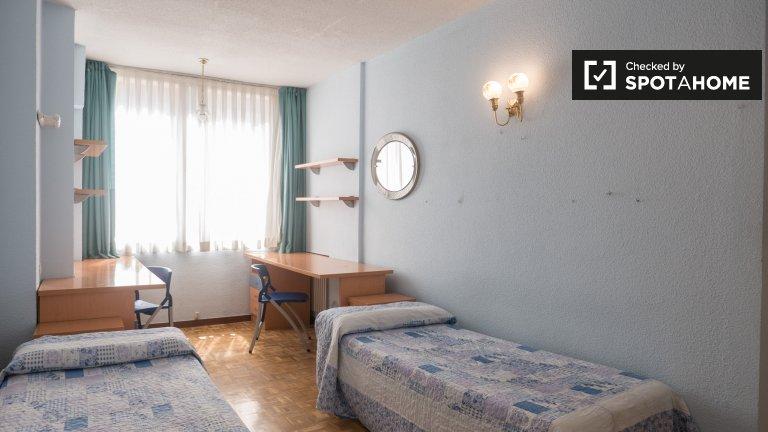 Jolis lits à louer en chambre partagée dans résidence à Moncloa