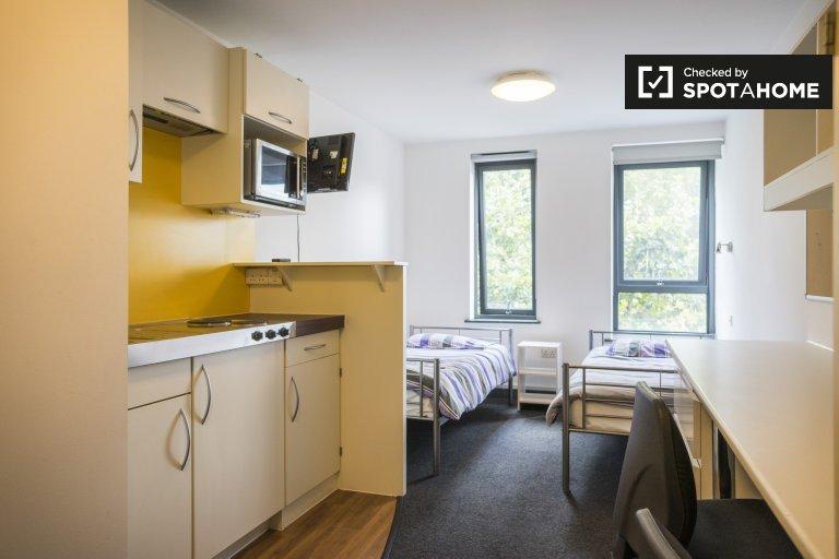Minimalistyczne mieszkanie typu studio do wynajęcia w Hammersmith w Londynie