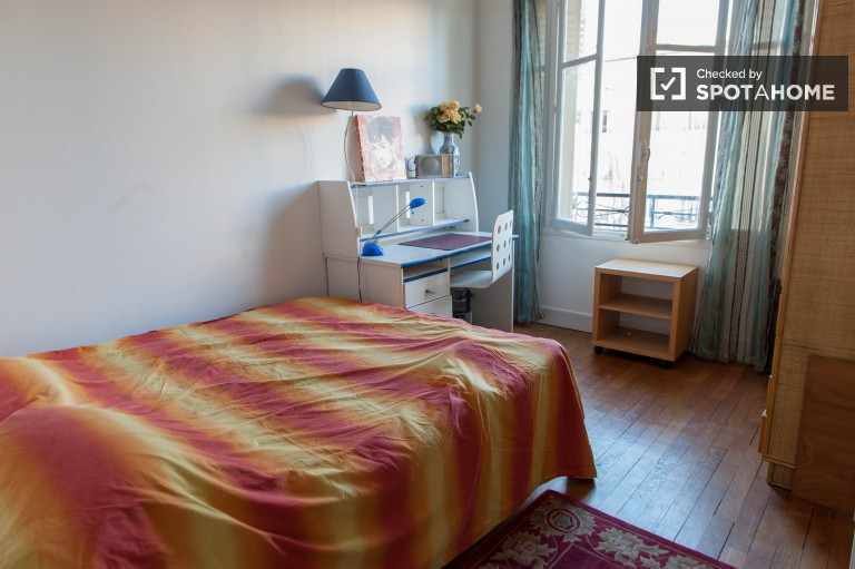 Welcoming room in apartment in Charenton-le-Pont, Paris