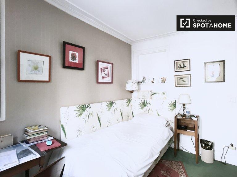 Pokój do wynajęcia w domu z 2 sypialniami w Clichy, Paryż