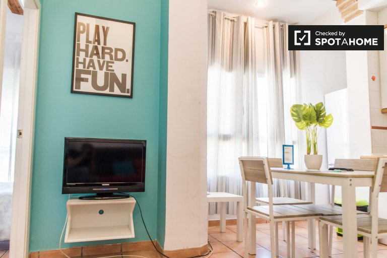 Colorful 1-bedroom apartment for rent in Extramurs, Valencia