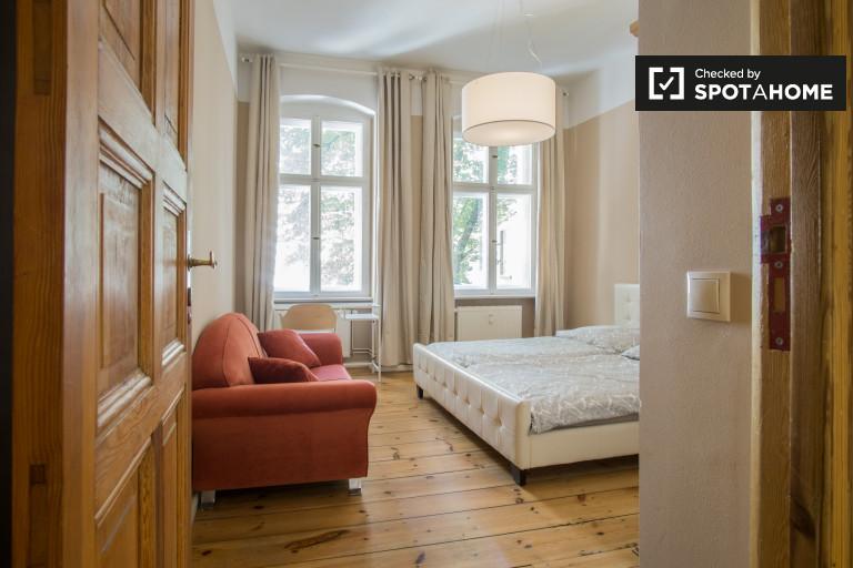 Twin Beds in Rooms for rent with bills included in 3-bedroom apartment in Kreuzberg