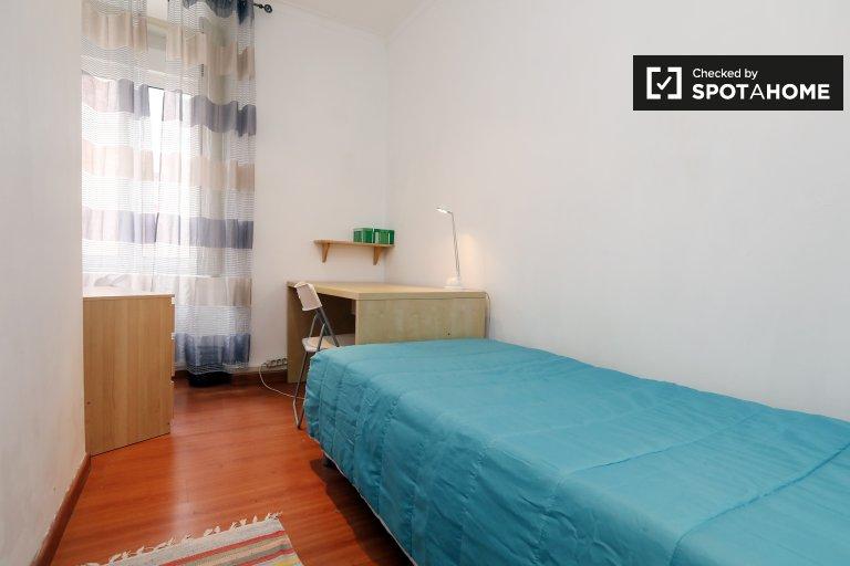 Campolide, Lisboa'da 3 yatak odalı dairede rahat oda