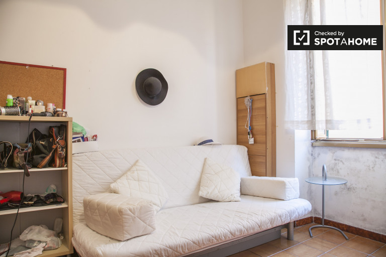 Good room in apartment in Monte Mario Trionfale, Rome