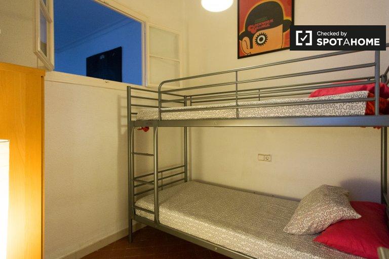 Łóżko piętrowe do wynajęcia w 4-pokojowym mieszkaniu, El Clot