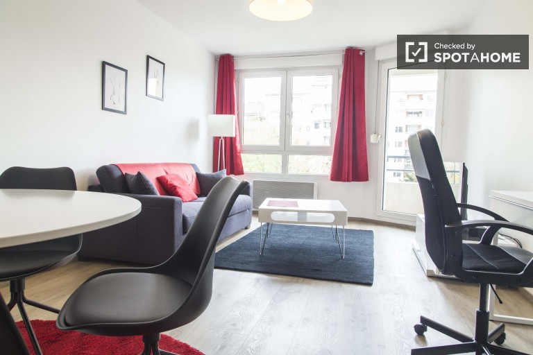 Stylish 2 Bedroom Apartment With Balcony for Rent in the Third District, Lyon