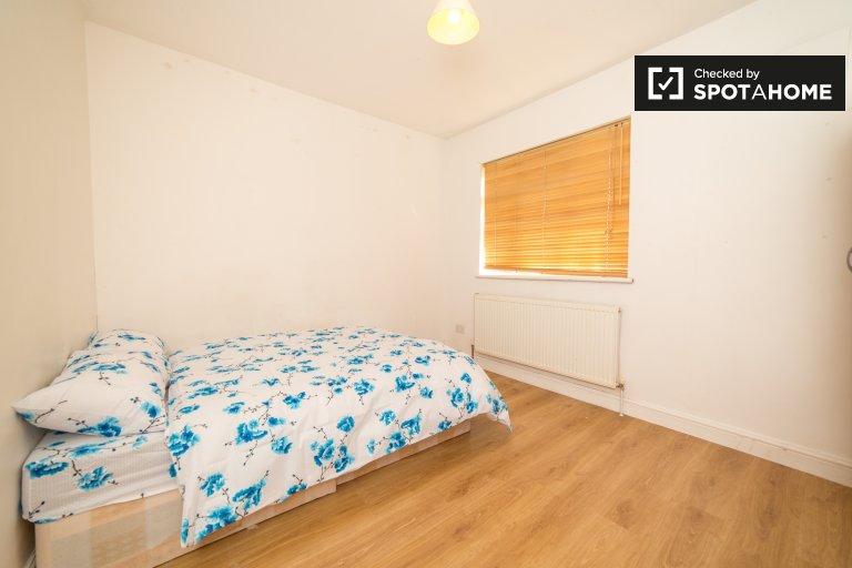 Geräumiges Zimmer zur Miete in 4-Zimmer-Wohnungen in Tower Hamlets