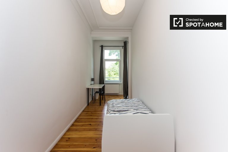 Cozy room for rent in  apartment with 6 bedroom, Neukölln