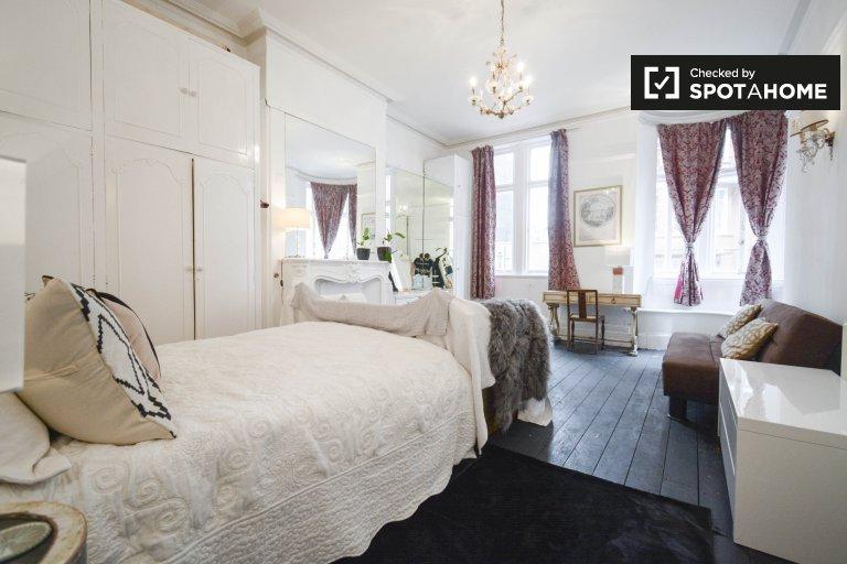 Belle chambre à louer dans 4 chambres à Notting Hill, Londres