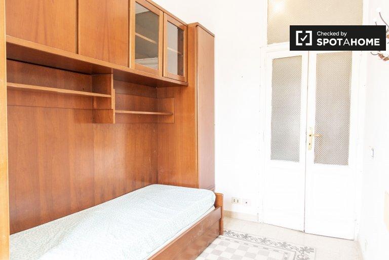 Quarto em apartamento de 4 quartos em Salario, Roma