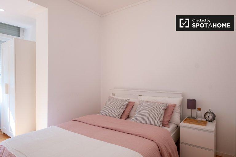 Pokój do wynajęcia w mieszkaniu z 3 sypialniami w Penha de França