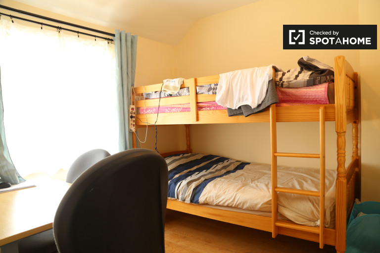 Bunk Beds in Shared room for rent in 6-bedroom house in Crumlin