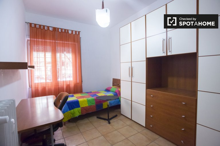 Cozy room for rent in San Giovanni, Rome