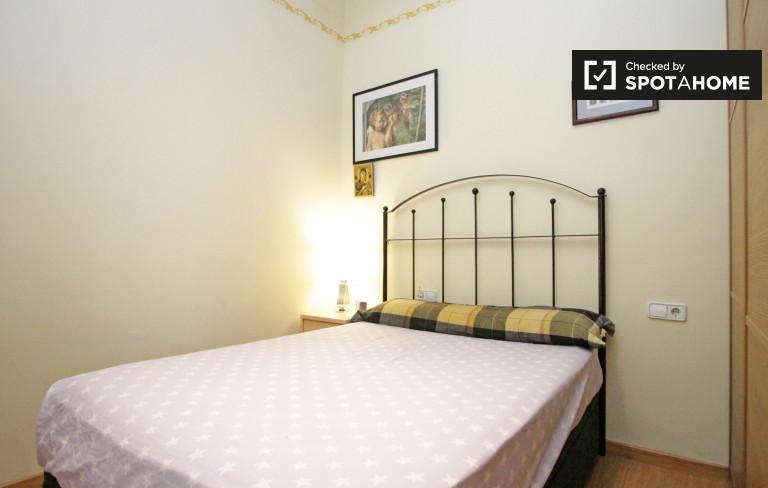 Gràcia, Barselona'da 2 yatak odalı dairede konforlu oda