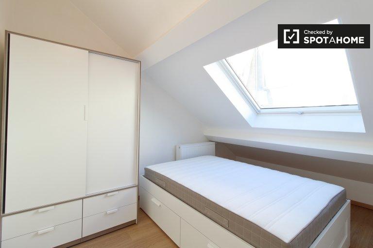 Pokój do wynajęcia w domu z 4 sypialniami w Etterbeek
