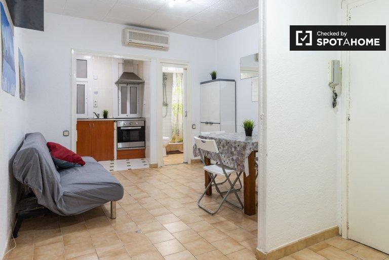 Apartamento de 3 quartos luminoso para alugar em El Raval, Barcelona