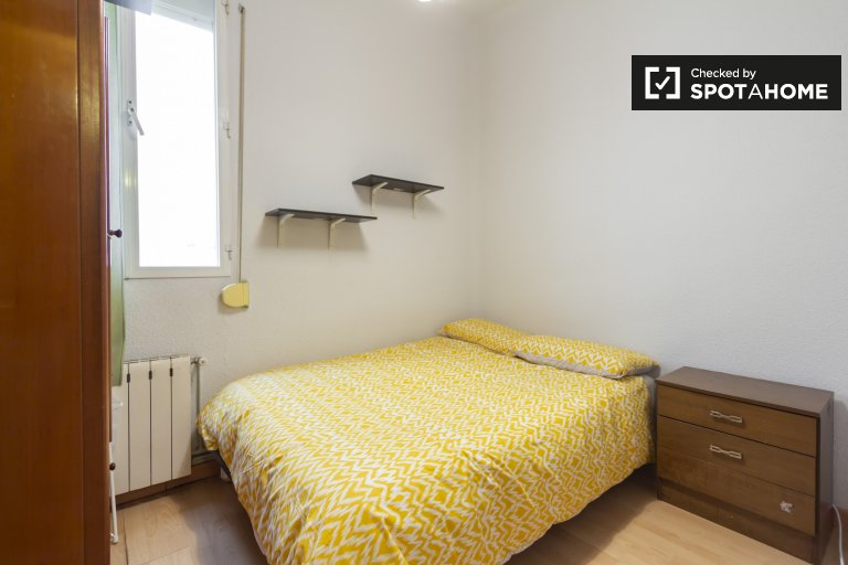 Cosy room for rent in 2-bedroom apartment, Moncloa
