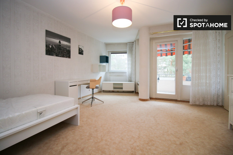 in Rooms for rent in 2-bedroom apartment with balcony in Neukölln