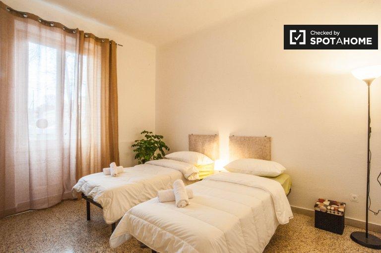 Chambre partagée dans un appartement de 3 chambres à San Giovanni, Rome