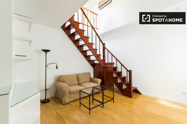 Duplex 1-bedroom apartment for rent next to Sol in central Madrid