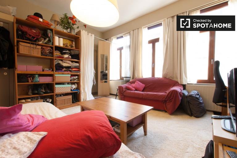 Grande chambre dans un appartement de 4 chambres à coucher à Marolles, Bruxelles