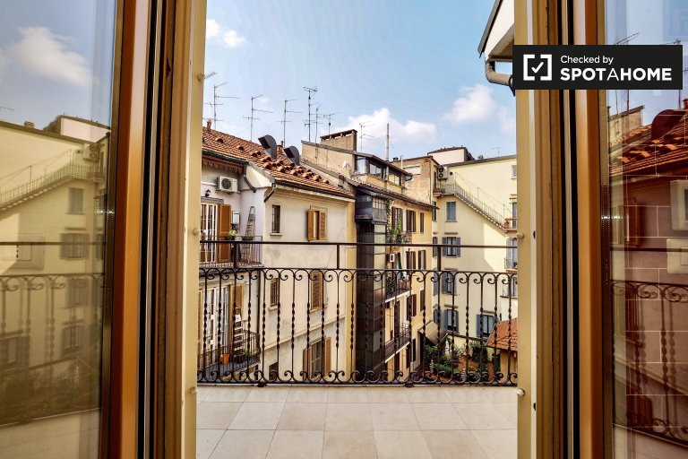 Luminous and stylish 3-bedroom apartment for rent near Parco Guido Vergani