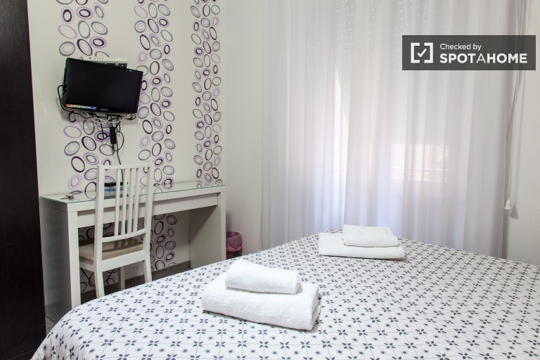 Stanza arredata in un appartamento, San Lorenzo, Roma (ref: 92108 ...