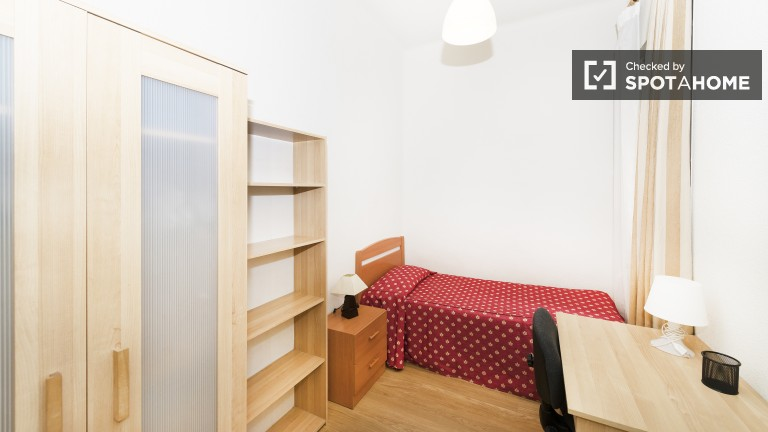 Single Bed in Rooms for students in ideal residential neighborhood in Madrid, Moncloa