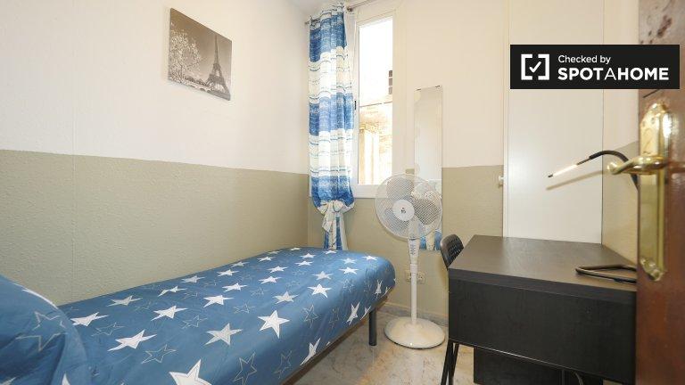 Gemütliches Zimmer in 4-Zimmer-Wohnung in El Raval, Barcelona