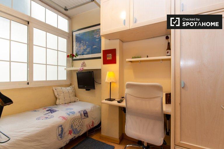 Chambre à louer dans un appartement de 4 chambres à Niño Jesús