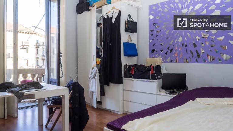 Camera da letto 4 con letto matrimoniale e balcone