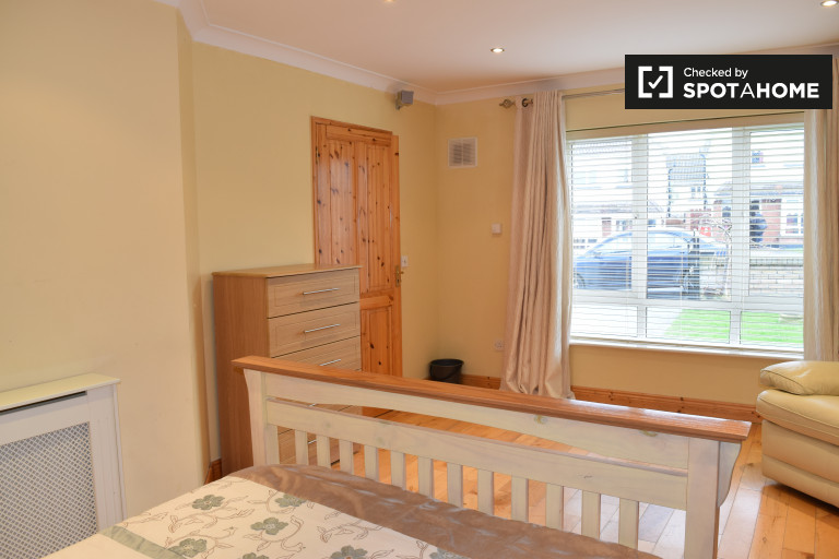 Double Bed in rooms to rent - Ballycullen, Dublin