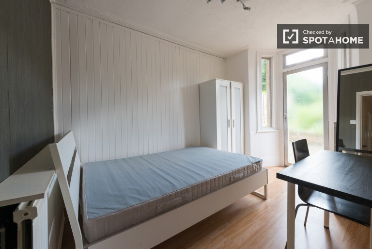 Bedroom 3 with double bed, couple-friendly