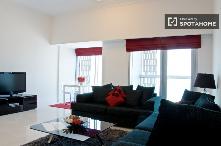 Modern 2-bedroom apartment with stunning views for rent in Dubai Marina
