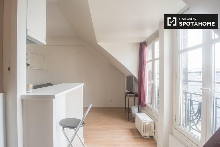 Luminous studio apartment for rent in Monceau, Paris 17